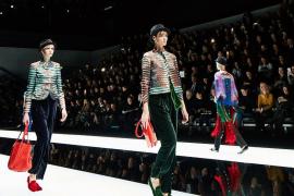 Ultimo giorno per la moda milanese, che si trasferisce a Parigi, tappa finale del tour dedicato alla moda donna per la stagione fall winter 2017/2018.