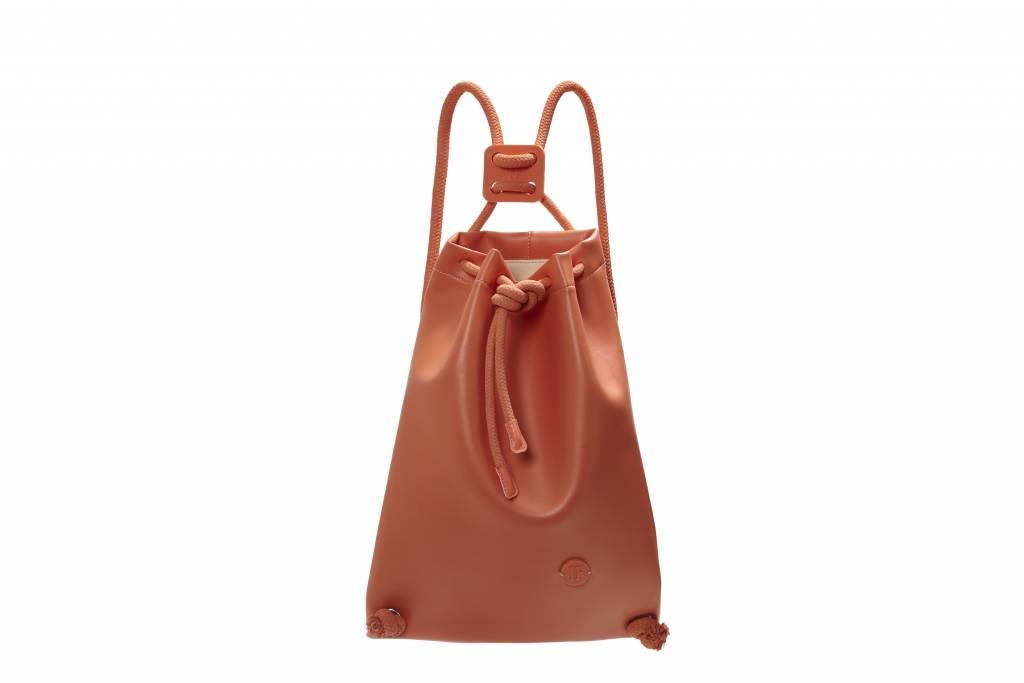 Ognuno dei pezzi proposti da If Bags è un gioiellino di moda e design in grado di conciliare ricercatezza e semplicità in un equilibrio perfetto.