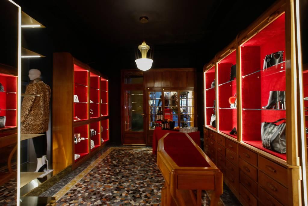 Inaugurato giovedì 15 dicembre a Casale Monderrato, il nuovo spazio all'interno della stessa boutique di Casale Monferrato, è interamente dedicato alla moda donna, new entry dello stesso concept, da anni incentrato su quella uomo.