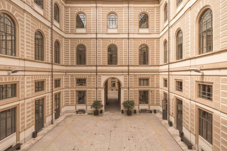 Ufficio Stile Moda : Un ufficio stile allinterno di una scuola di moda urban