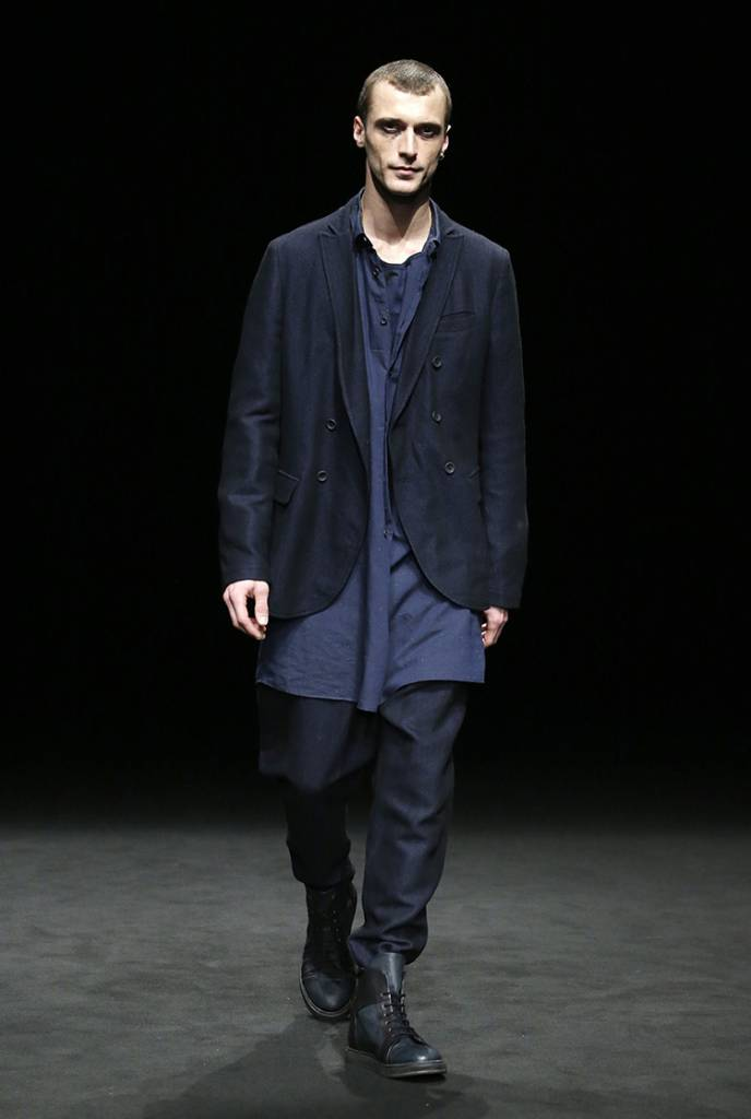 La sfilata dello stilista spagnolo Josep Abril. In passerella la sua collezione sartoriale che ha affascinato 080 Barcelona Fashion