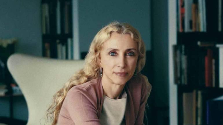 Franca Sozzani direttrice di una delle riviste più influenti nel settore moda, Vogue Italia, della quale era a capo dal 1988. Icona di stile per il fashion system e simbolo di donna a livello mondiale.