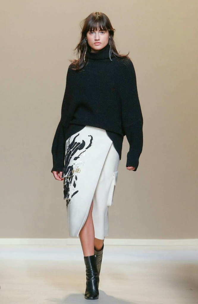 Al terzo giorno della Milan Fashion Week cominciano a delinearsi sulle passerelle le tendenze femminili del prossimo autunno inverno.