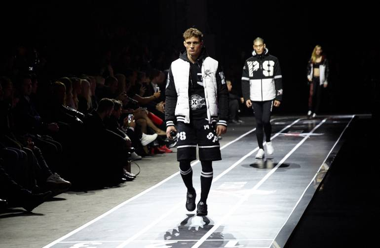 Phillip Plein per la stagione autunno-inverno 2017/2018 lancia la sua prima linea sportiva, in occasione della Milan Men's Fashion Week.