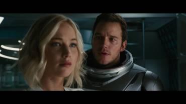 Un meccanico e una scrittrice si risvegliano accidentalmente durante un lungo viaggio verso un nuovo pianeta da abitare: molto amore, poca fantascienza.